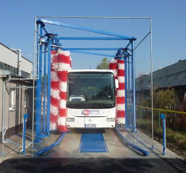 Mycí linka pro autobusy a nákladní vozidla